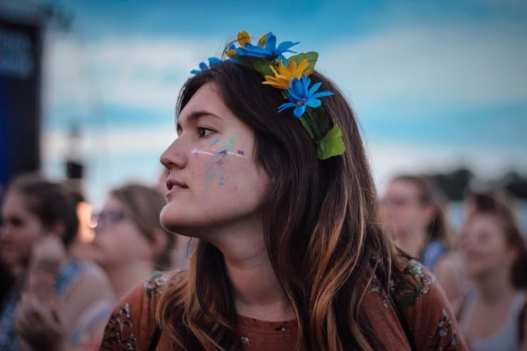 flower crown girl