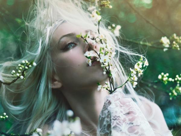 white-hair-spring-girl