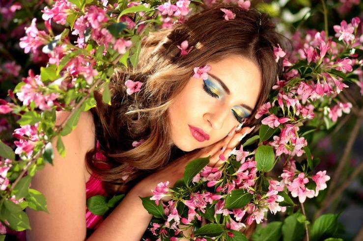 girl-1360854_960_720.jpg