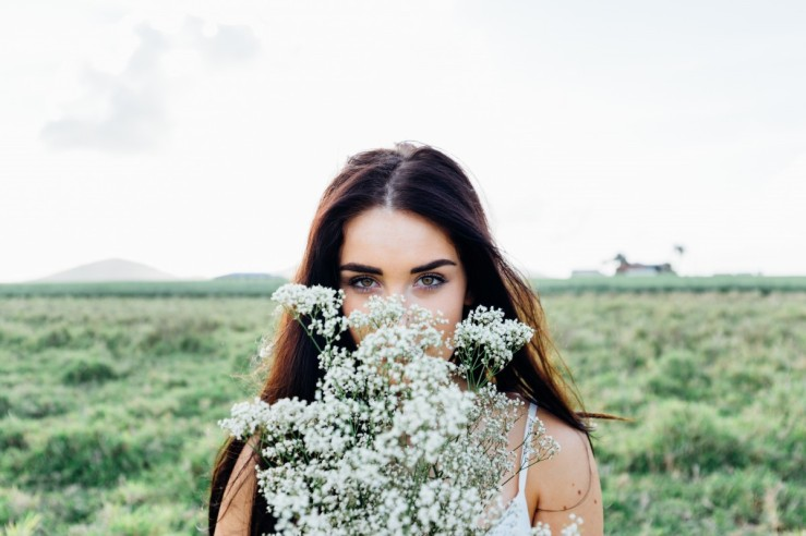 young_woman_flowers_bouquet_woman_young_bouquet_female_girl_white-657507.jpg!d